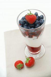 Yaourt et fruit: un mélange sain et tellement bon!