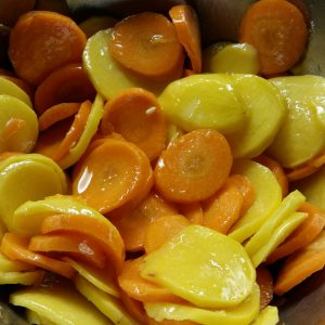 hips fait maison de pommes de terre et de carottes